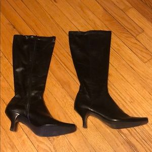 EUC Bass Black Leather Boots